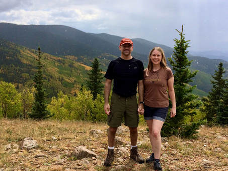 Alamos Vista Trail, couple hiking